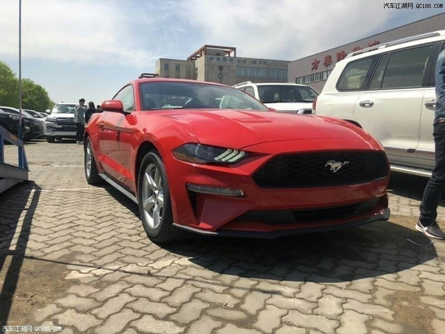 2019款墨版福特野马Mustang 平民小跑车