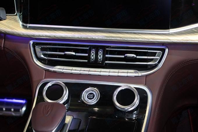拥有双色车身 红旗旗舰轿车H9最新实拍
