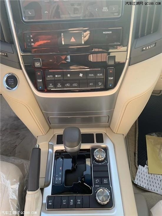 中东版丰田兰德酷路泽4000新车试驾体验