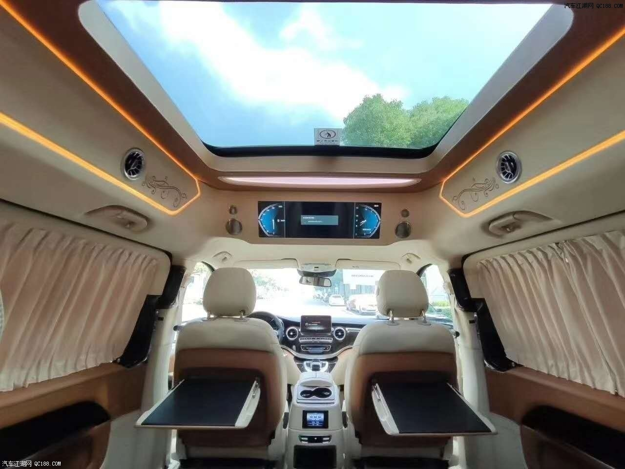 全新一代2020款奔驰V260L实用性能体验