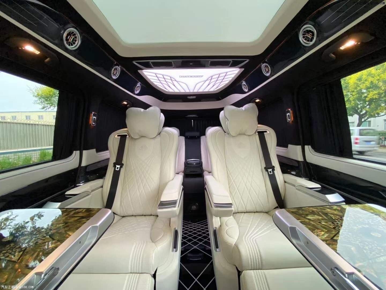 新一代20款奔驰V260L商务车舒适性能体验