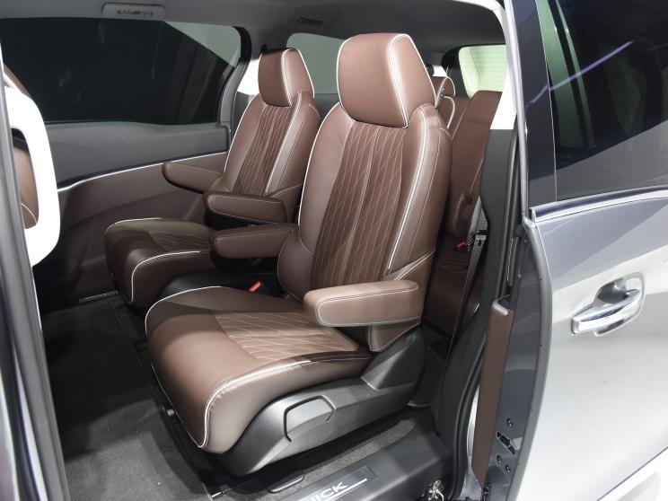 别克GL8新款车型陆上公务舱谦雅定制版