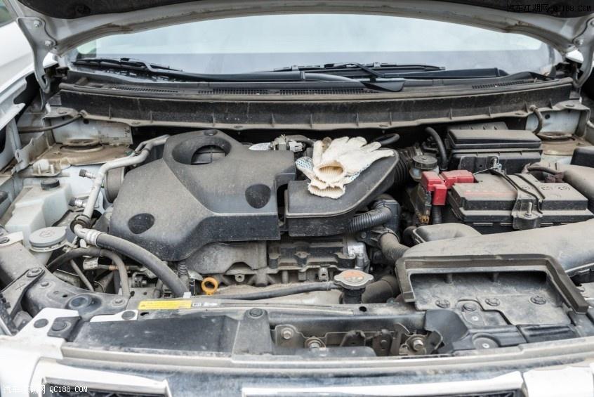 油污不堪入目 发动机舱到底要不要清洗