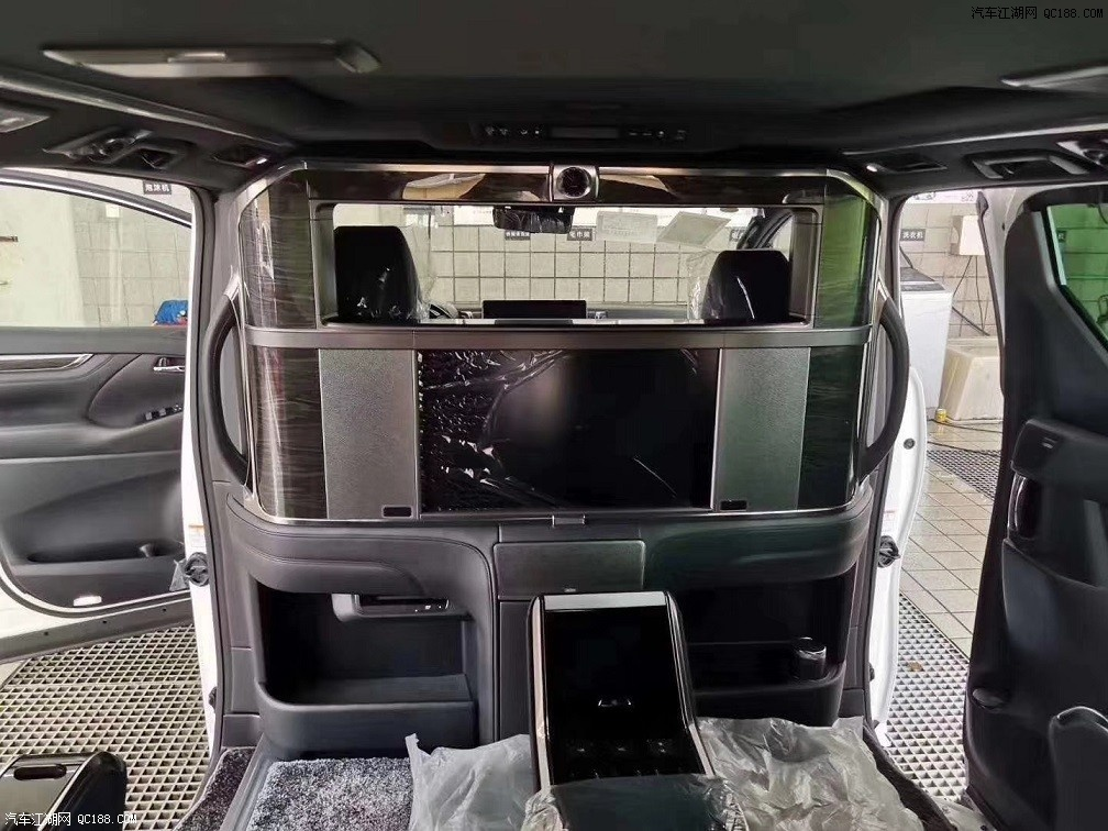 2020款中规版雷克萨斯LM300到店实拍图