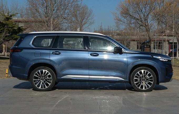 星途全新大七座SUV揽月上市 推6款配置