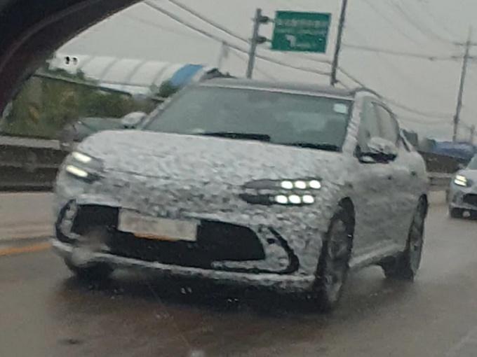 纯电动SUV 捷尼赛思GV60路试谍照曝光