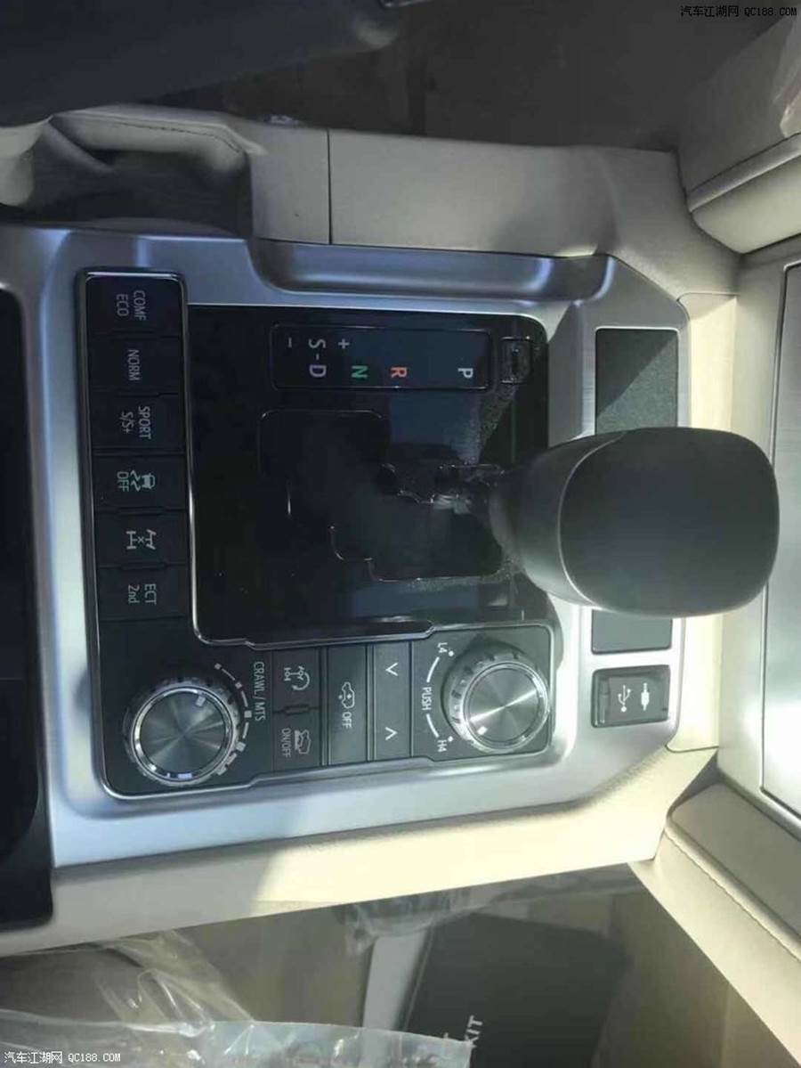 18款丰田酷路泽5700售价 18款酷路泽5700低配多少钱