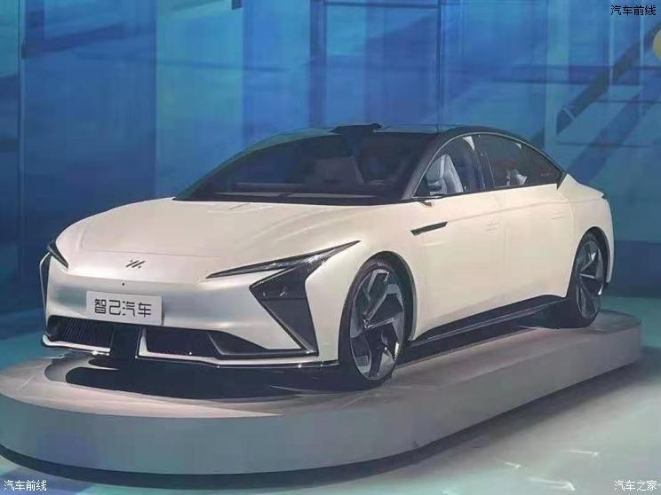 智己智能纯电动轿车于上海车展接受预订
